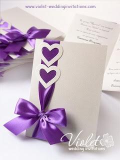 invito di nozze con cuori e nastro di raso