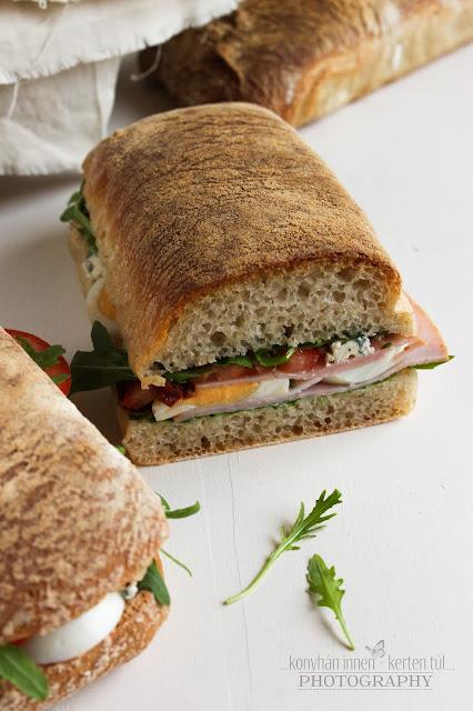 Aszalt paradicsomos ciabatta szendvics