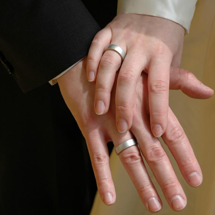 Hände bei der Hochzeit