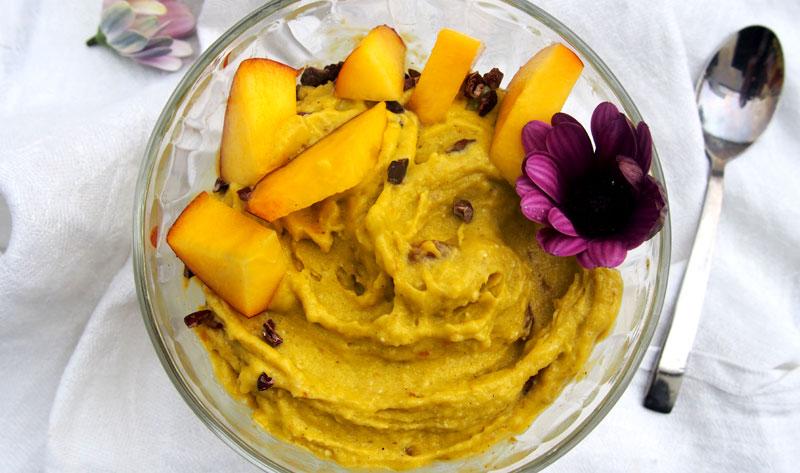 Itse tehty jäätelö - vegaani mangojäätelö
