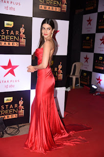 Kriti Sanon Spotted in Red Gown at Star Screen Awards 2016 Spicy Pics