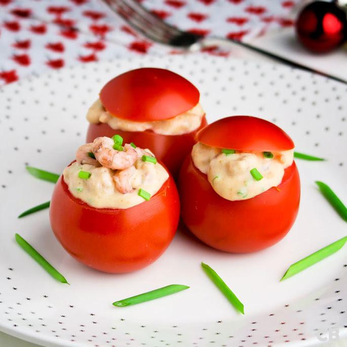 Tomaatjes gevuld met een lichtpikante garnalensalade