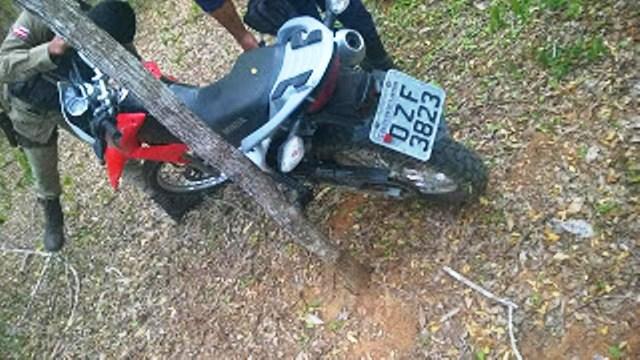 Guarda Municipal de Andaraí localiza motocicleta abandonada suspeita de ter sido utilizada em assaltos na região