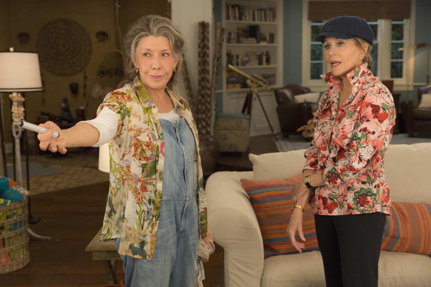 Let's go inside the Netflix hit Grace and Frankie to score beach house decor & paint ideas! #graceandfrankie #getthelook
