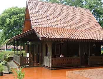 mochammad irfan: Rumah Kebaya (Rumah adat Betawi)