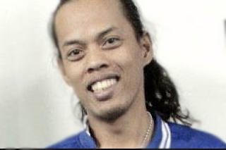 gambar ronaldinho indonesia