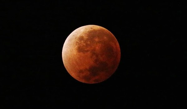 GALERI: Blood Moon 15 April 2014 yang Mempesona