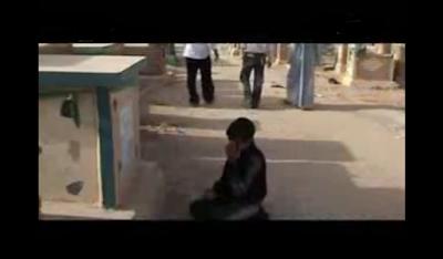 طفل صغير كان يبكي بشدة ويتكلم مع قبر امه … وفى النهاية حدث شىء غريب أذهل الجميع !!