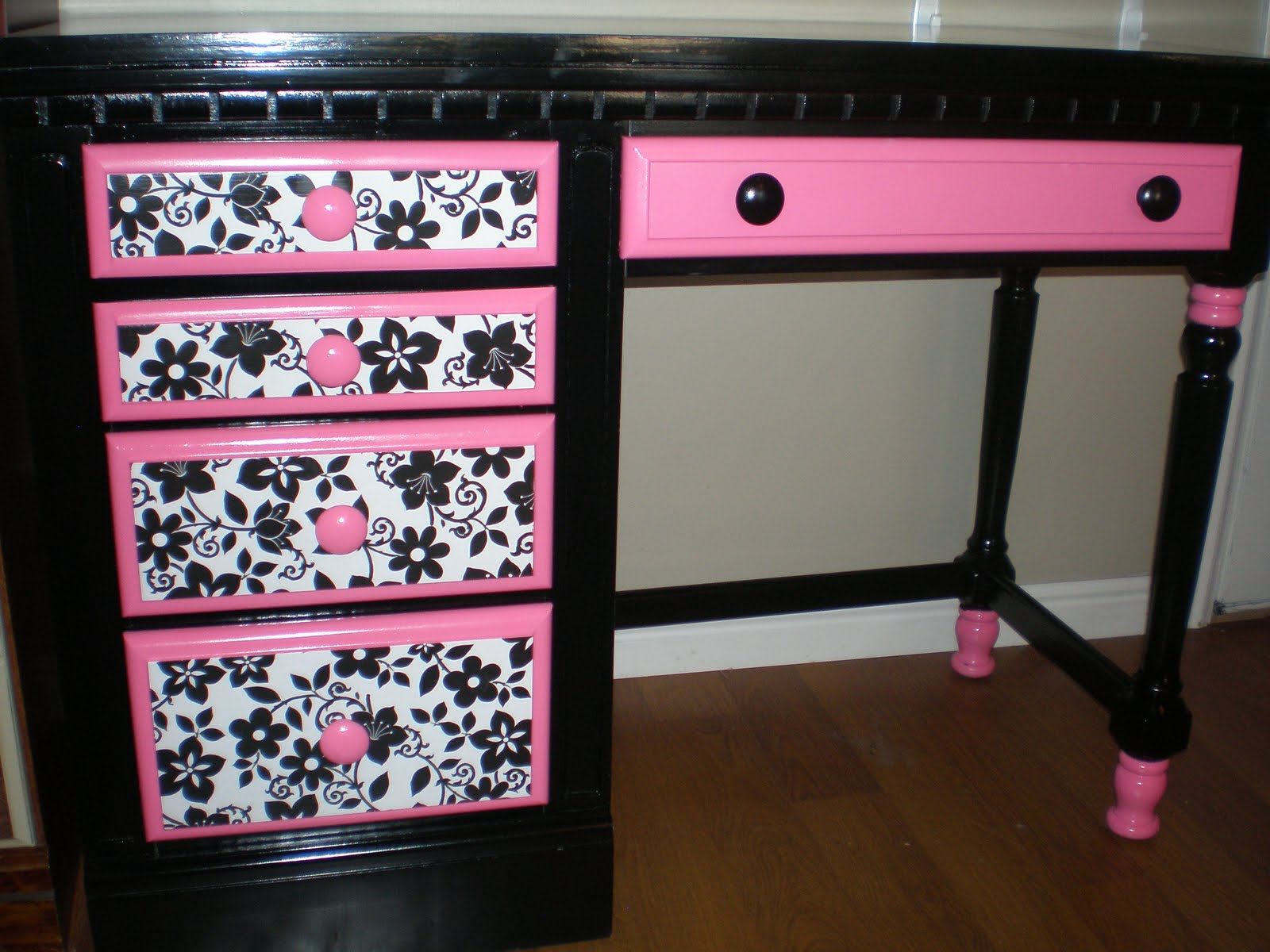 Recreated Creations Sassy Black Hot Pink And White Desk