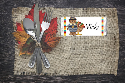 These Thanksgiving candy bar Wrappers are so stink' cute! Use this free printable to make your Thanksgiving dinner a little bit easier by using them as place settings to seat all your guests this Thanksgiving in a cute, sweet way.