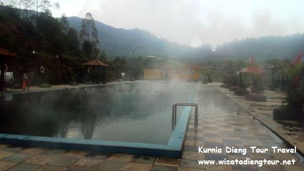 kolam renang hangat di Dieng