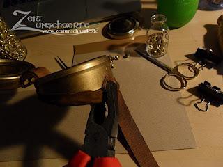 DIY Goggles: Anbringen der Lederbänder   www.zeitunschaerfe.de