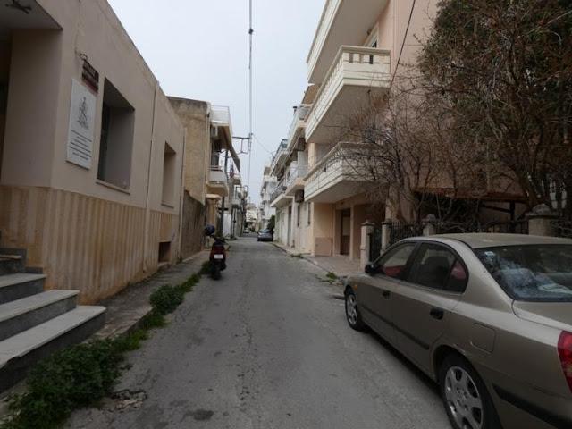 Χανιά: Σήκωσε το κεφάλι και έμεινε άφωνη – Οι απίστευτες εικόνες σε γειτονιά της πόλης (photos)