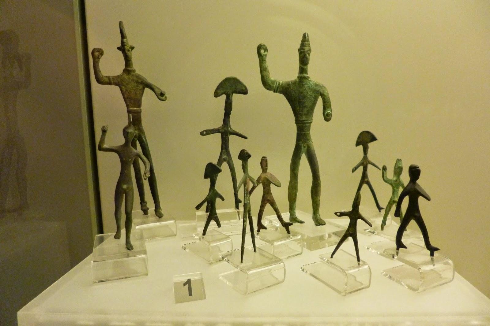 Estatuetas realizadas pelo povo etrusco