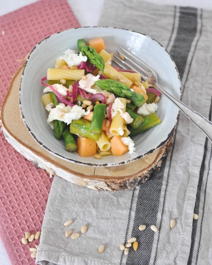 Asparagus-Melon-Salad with Pasta and Burrata