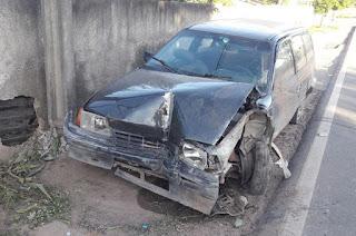 http://vnoticia.com.br/noticia/2572-mulher-ferida-apos-colidir-com-poste-em-ponto-de-cacimbas