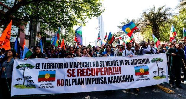 Chilenos marchan por el fin a la represión contra los mapuche