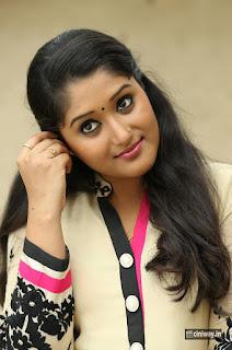 Onbathilirundhu-Pathuvarai-Heroine-Actress-Swapna-Menon-Movie-Stills