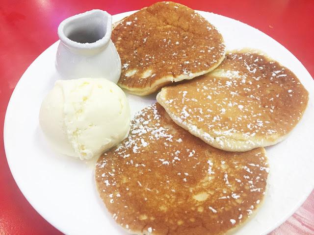 Ed's Easy Diner pancakes