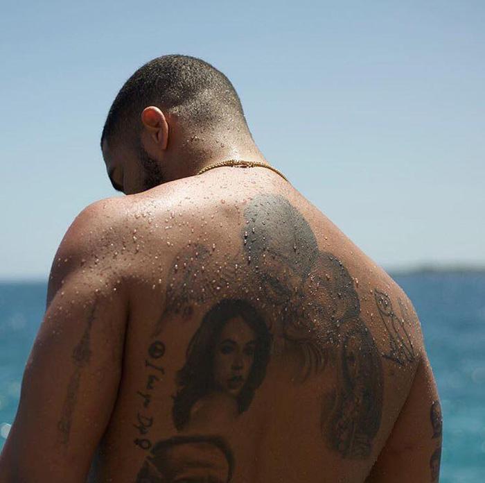 tatuagem-nas-costas-pele-negra