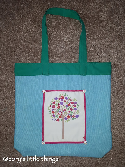 The flourished tree of spring tote