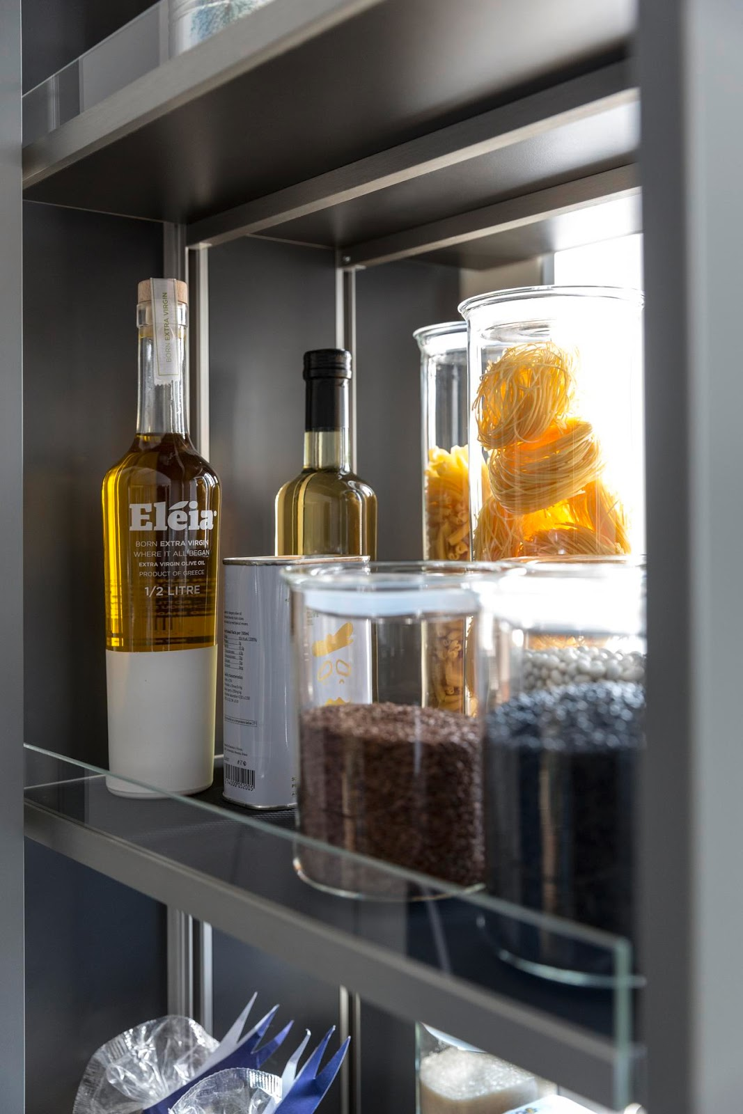wysuwane szafki w kuchni