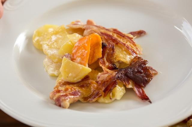 Bacon-Kartoffelauflauf aus dem Dutch-Oven  Outdoor Kitchen  Rezept Dutch Oven 11