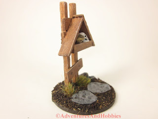 Small miniature roadside shrine T1534 25-28mm scale war game scenery piece - right side view.