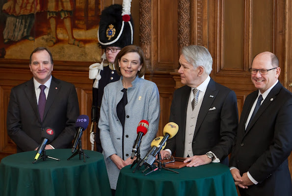 wedens King Carl Gustaf, flanked by Crown Princess Victoria, gestures during a cabinet meeting at the Royal Palace in Stockholm