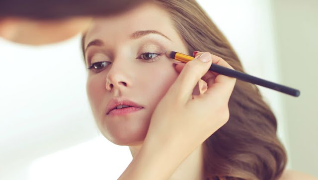 5 Tips To Choose a Bridal Makeup Artist