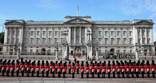 Buckingham Palace, Kemewahan Tahta Sang Ratu