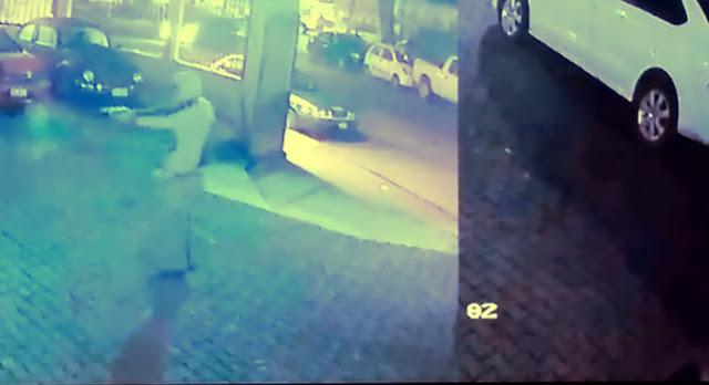 """Video: Momento en que sicarios atacan a balazos el Bar """"La Bartola"""" en  Xalapa Veracruz con victimas mortales"""
