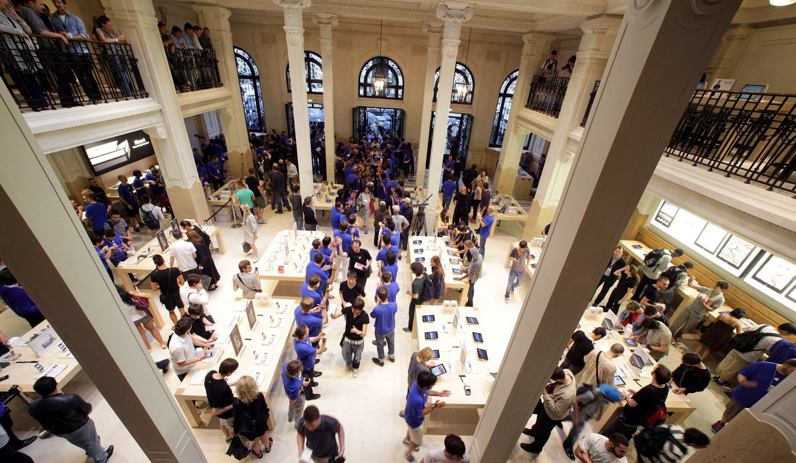 20 of The Best and Most Beautiful Apple Stores around the World     Paris s Apple Store