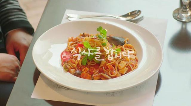 pasta con verduras y tomate