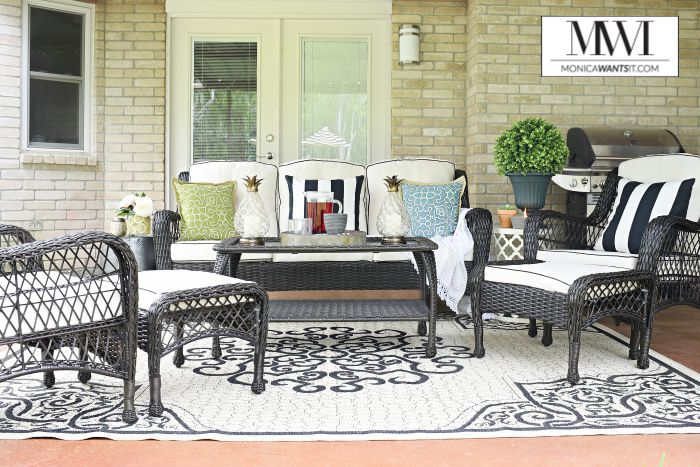 Great Tips and ideas for an affordable patio makeover that is perfect for lounging and entertaining in