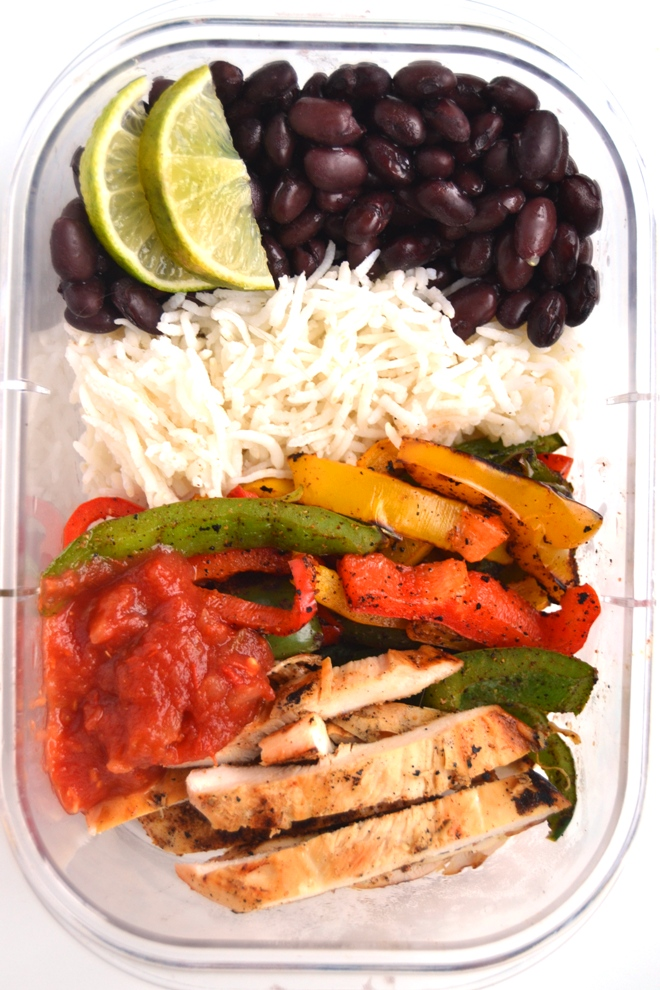 Chicken Fajita Meal Prep Bowls make the perfect quick lunch or dinner with flavorful grilled chicken and peppers, brown rice, black beans, salsa and limes! www.nutritionistreviews.com