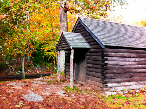 A recreation of a typical hut at Putnam State Park
