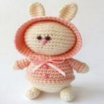 http://www.howtoamigurumi.com/amigurumi-bunny-in-hoodie-free-pattern/