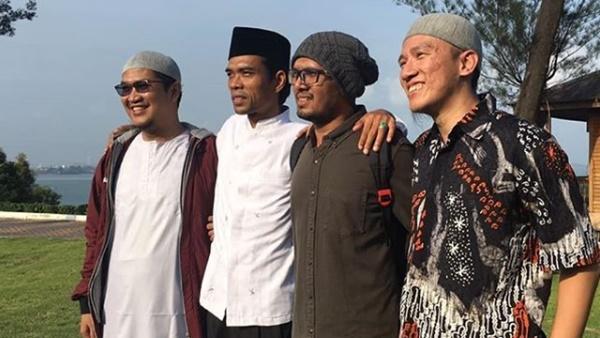 Posting Foto dengan Ustaz Abdul Somad, Felix Siauw Suarakan 2019 Ganti Semua