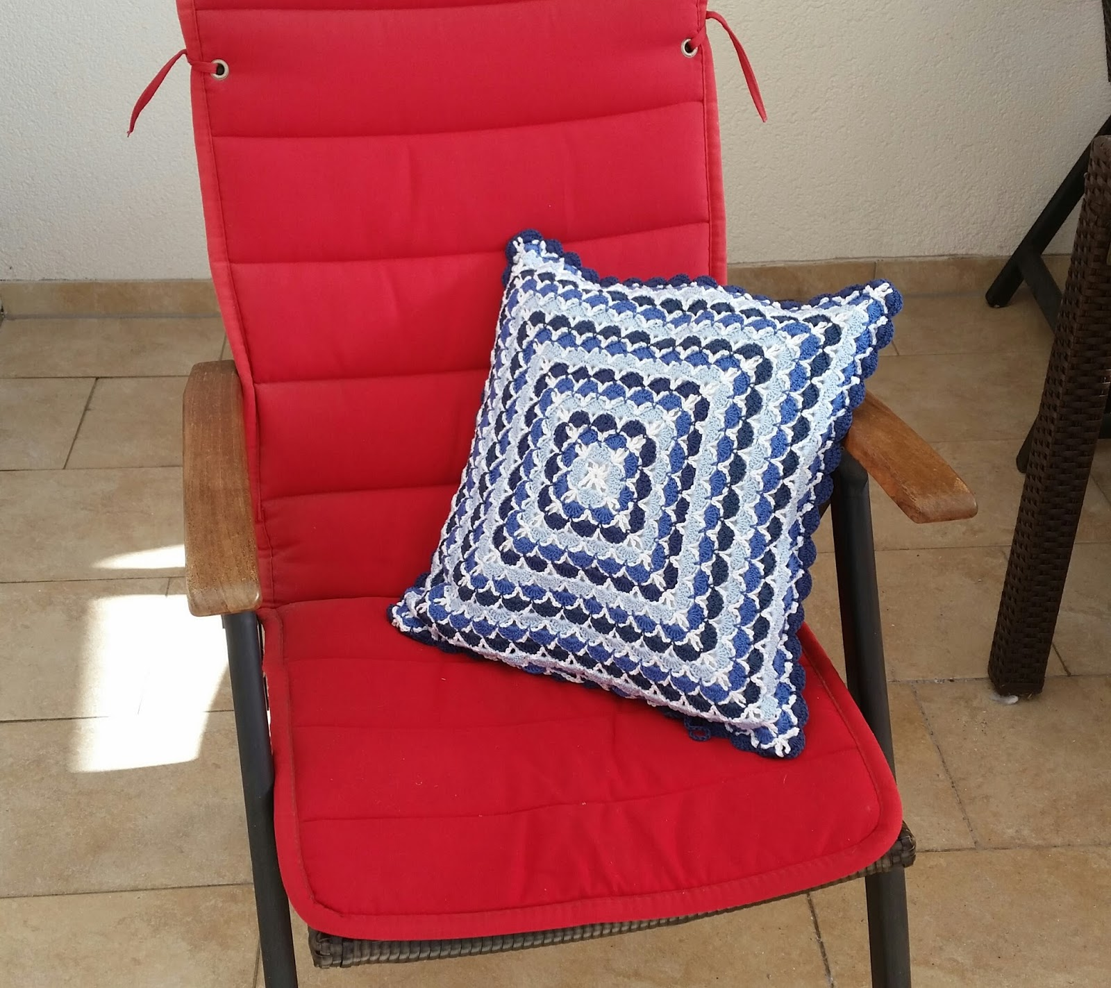 my world of crochet kissen blau fertig. Black Bedroom Furniture Sets. Home Design Ideas