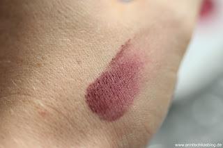 Review: 13 essence Update Produkte - Lips go WOW! Swatch - www.annitschkasblog.de