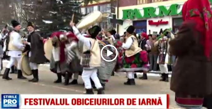 """Reportaj PRO TV: """"Aproape 600 de colindatori si-au dat intalnire la Vatra Dornei, la cea de-a 21-a editie a Festivalului obiceiurilor de iarna"""""""
