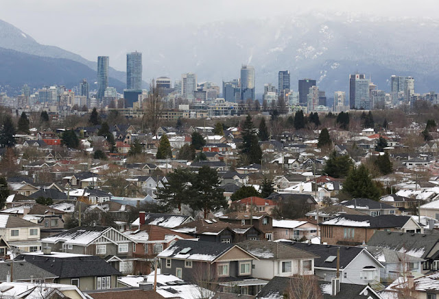 Image Attribute: File Photo: Rooftops of houses in the Kitsilano neighborhood and the downtown core are seen in the hot real estate market of Vancouver, British Columbia, Canada January 6, 2017. REUTERS/Chris Helgren/File Photo