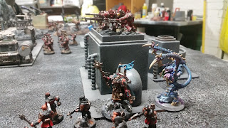 A tyranid lictors springs his trap and assaults my sorcerer.