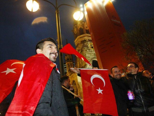 """Pusė turkų Vokietijoje yra """"socialiniai parazitai"""""""