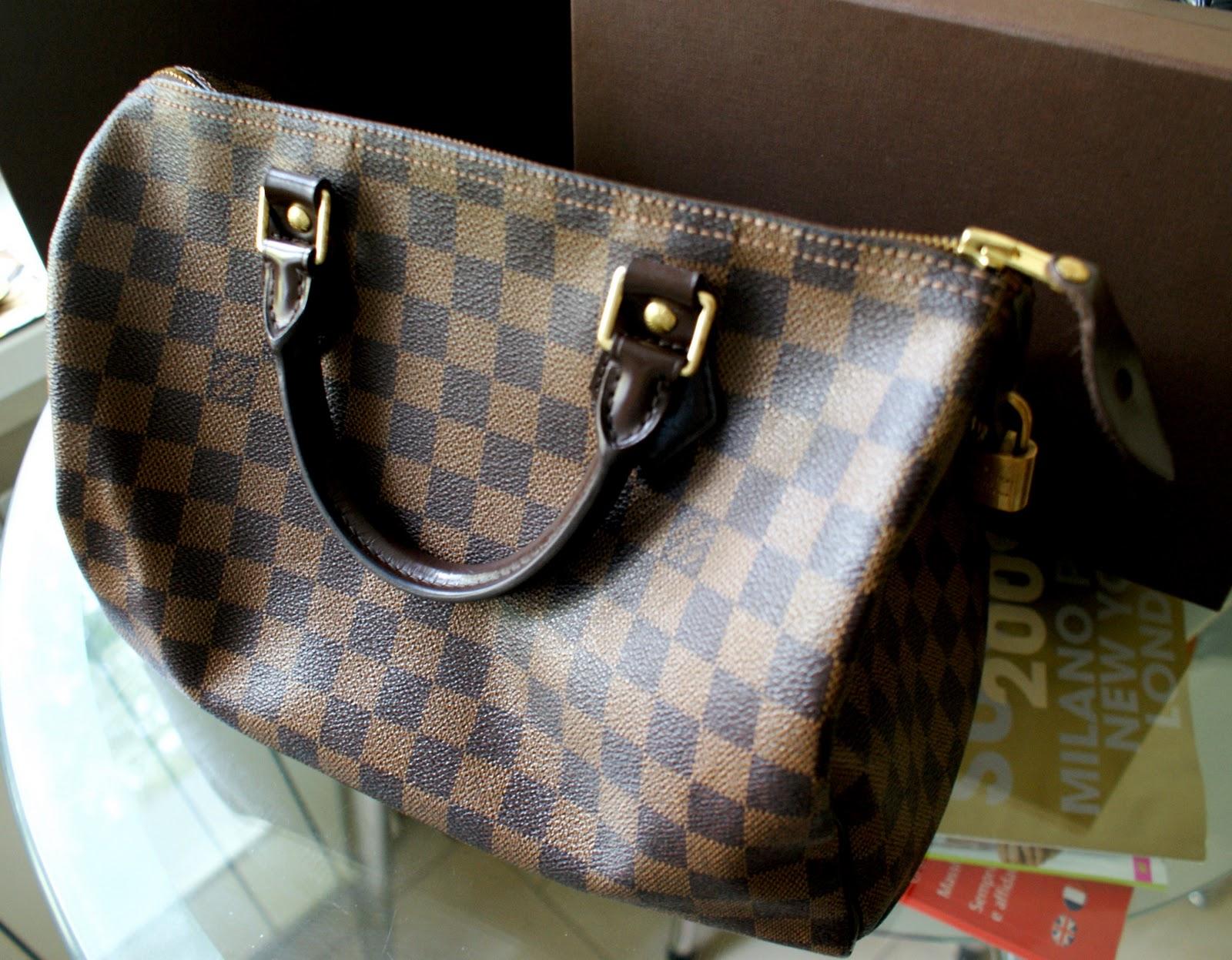 84a72609fa81 DAMIER EBENE CANVAS SPEEDY 30. Эти сумки сделаны из специального материала  - канвы с кожей.