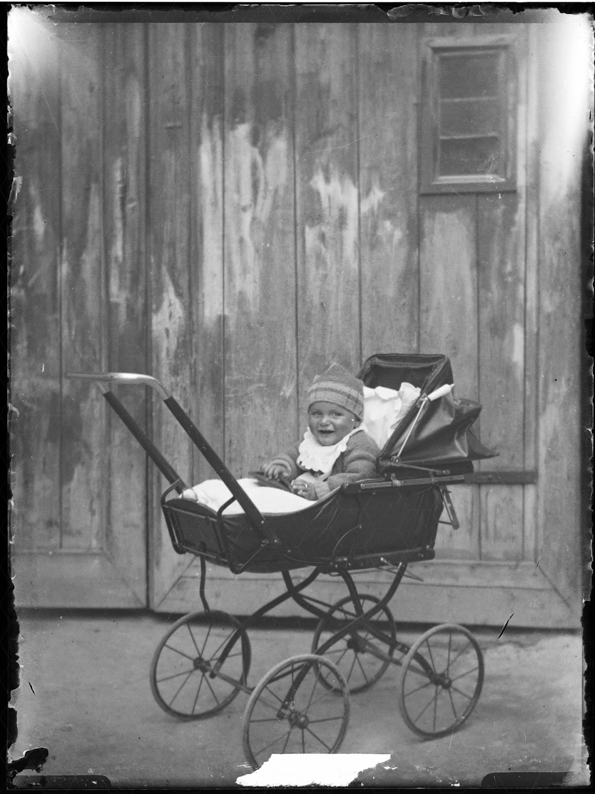 Kind in Kinderwagen - 1920-1930
