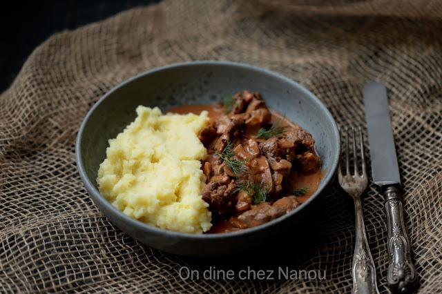recette russe, boeuf émincé , strogonoff , purée , champignons