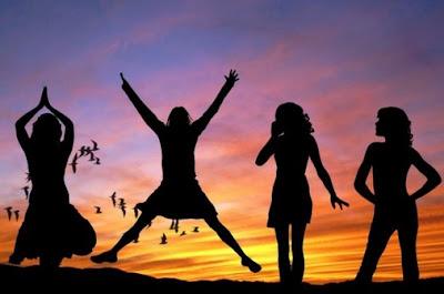 7 Kebiasaan Yang Dirindukan Teman-temanmu, Saat Anda Punya Pacar
