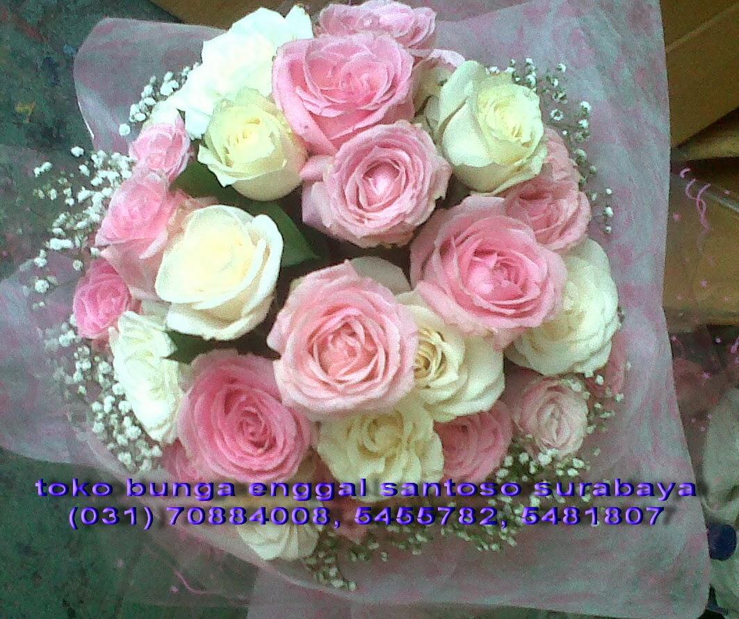 bunga tangan hand bouquet mawar pink dan mawar putih holland